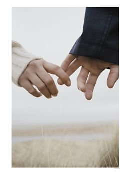 couple-holding-hands-photographic-p large 1