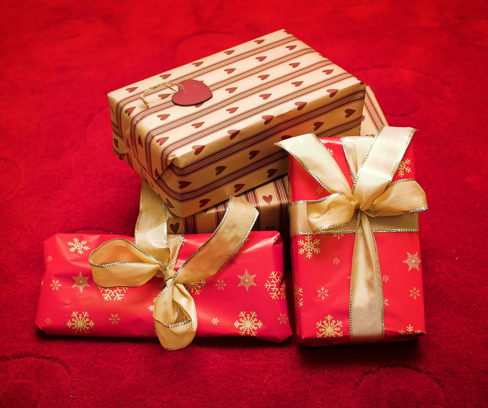 gifts-5-1316929-1599x1337